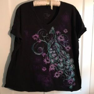 T-shirt with sparkling peacock design